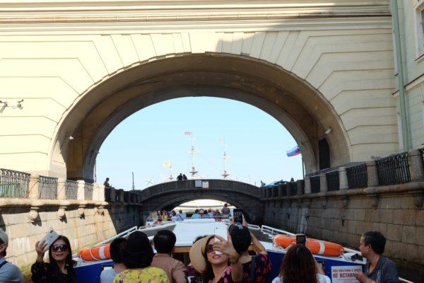 Du thuyền sông Neva